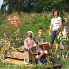Nietypowy witacz zrobiony przez mamę z dziećmi