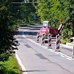 Uwaga! Utrudnienia w ruchu, budowa chodnika w Podolanach