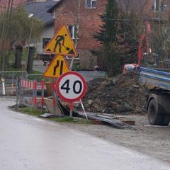 Trwa remont zniszczonego przepustu drogowego na potoku Ruda za budynkiem Urzędu Gminy